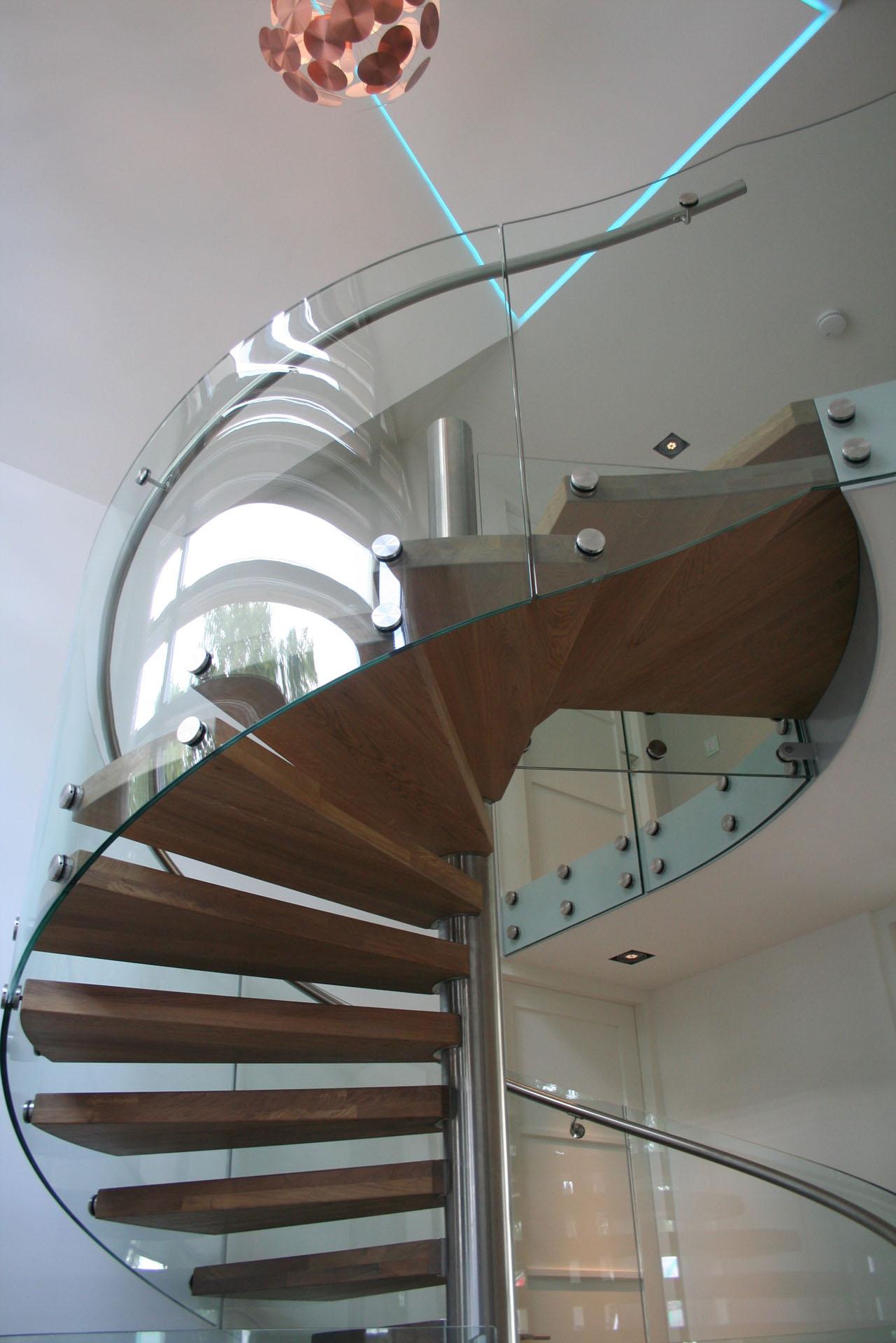 RVS spiltrap zwevende eiken treden glazen balustrades