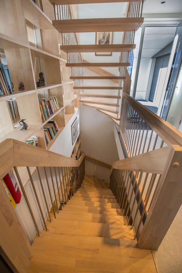 Semi zwevende bont beuken trappen met eindbordes 03